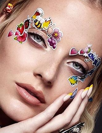 Фото №9 - Стразы и наклейки на лице: новый beauty-тренд