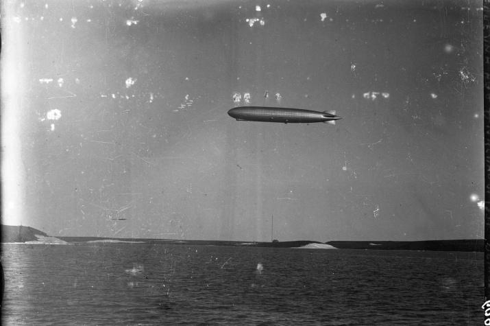 Фото №1 - Найден ранее неизвестный снимок немецкого дирижабля над Диксоном