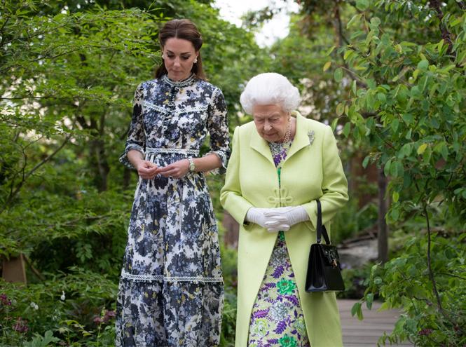 Фото №2 - 3 в 1: как британские модницы носят похожие платья Erdem