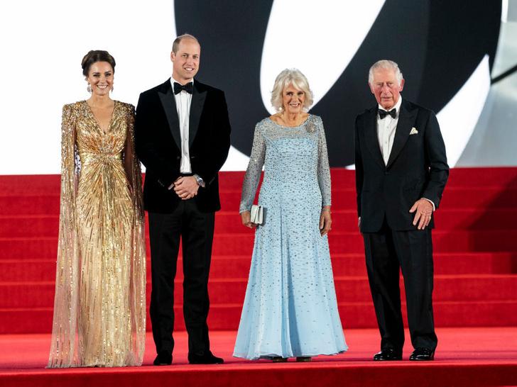 Фото №1 - Как королевские особы одеваются на кинопремьеры: самые роскошные выходы, которые вошли в историю