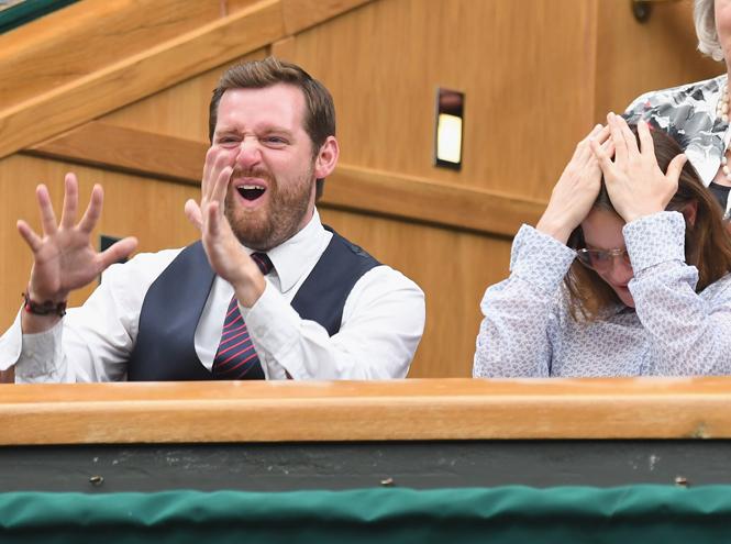 Фото №40 - И смех, и слезы: звезды на трибунах Уимблдона глазами фотографов