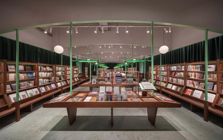 Фото №2 - Книжный магазин Common Reader в Китае