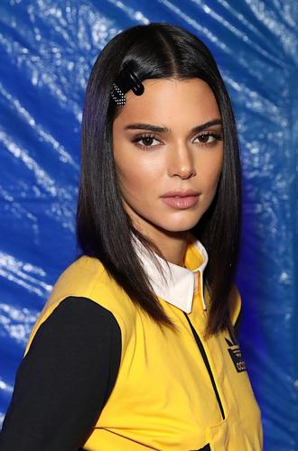 Фото №23 - Заколки, ободки и резинки: самые модные украшения для волос нового сезона