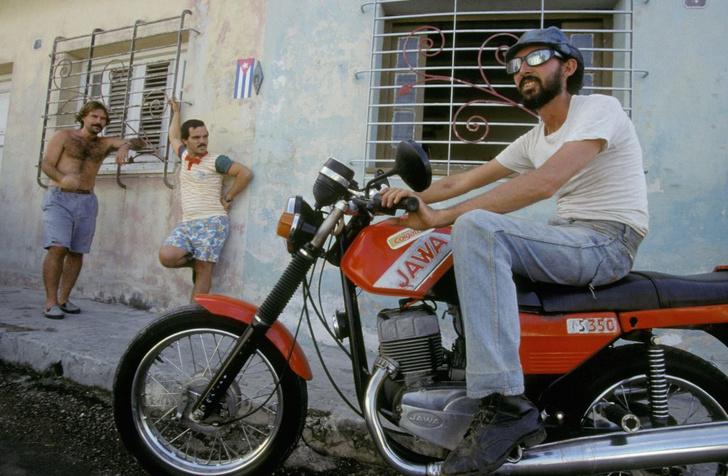 Фото №1 - С дымком: 5 фактов о мотоциклах «Ява», которые боготворили в СССР