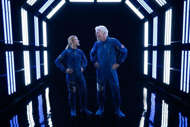 Фото №2 - Ричард Бронсон и Virgin Galactic показали коллекцию одежды для космических туристов (фото и видео)