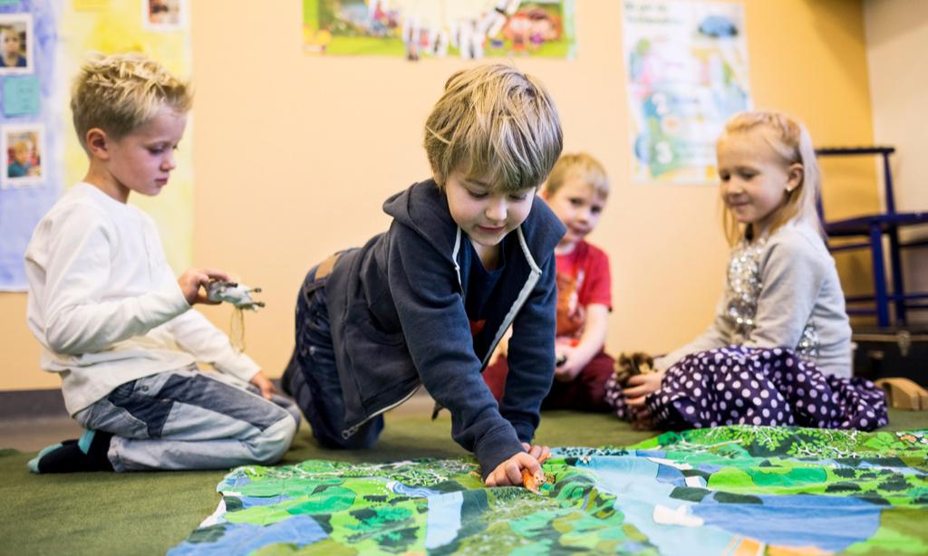 Ходить на горшок, просить, общаться: что должен уметь малыш к детскому саду