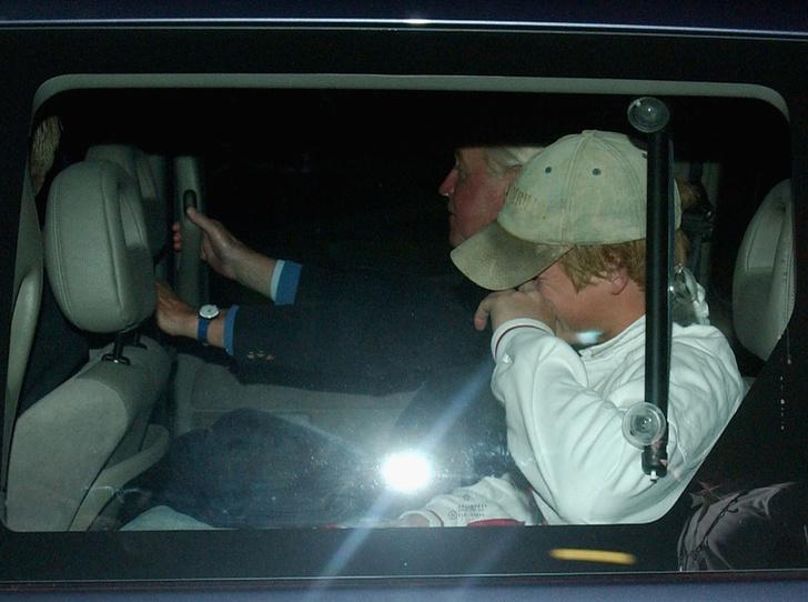 Фото №3 - Как повлияют на королевскую свадьбу отношения принца Гарри с прессой