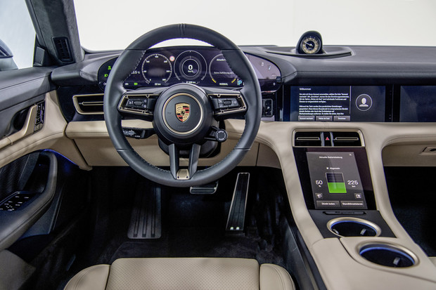 Фото №3 - Porsche Taycan: высокое напряжение