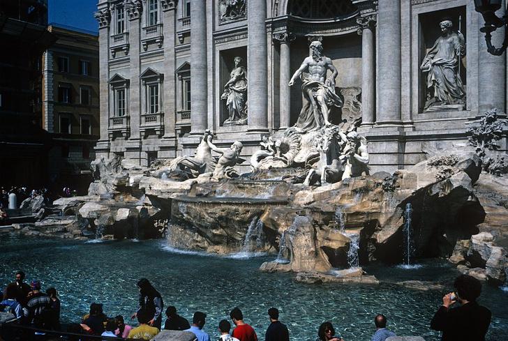 Фото №1 - В Риме запретили устраивать пикники у фонтанов