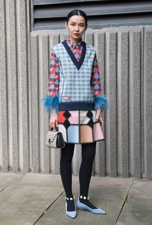 Фото №7 - Утепляемся: как носить теплый вязаный жилет (и где его найти)
