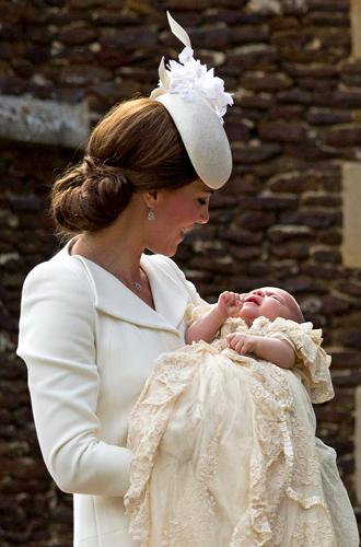 Фото №32 - Самые трогательные моменты крестин детей герцогов Кембриджских