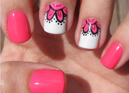Розовый маникюр в цветочек