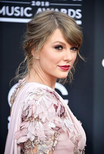 Фото №2 - Billboard-2018: Тейлор Свифт, Мила Кунис и другие на красной дорожке музыкальной премии