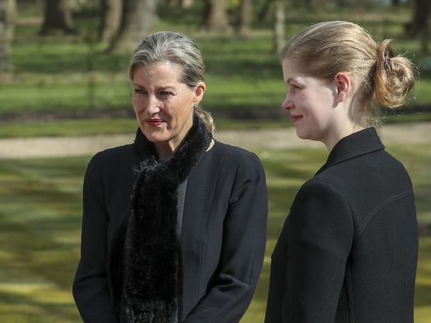 Фото №4 - Судьбоносный выбор: какое непростое решение предстоит принять любимой внучке Королевы