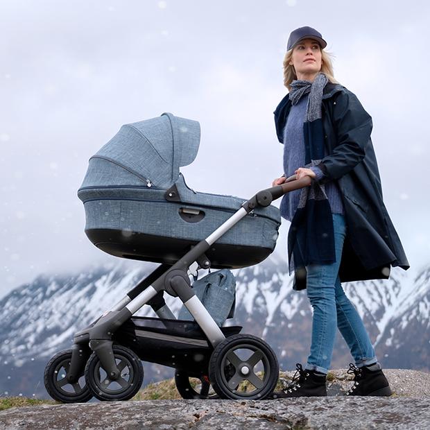 Фото №2 - Вперед за приключениями! Или 5 лайфхаков для долгих прогулок с малышом