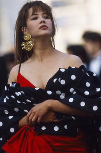 Фото №33 - Войти в историю: 35 культовых платьев Каннского кинофестиваля