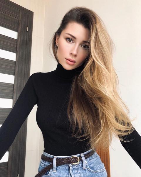 Фото №1 - После неудачного похода в салон Анна Заворотнюк лишилась части волос
