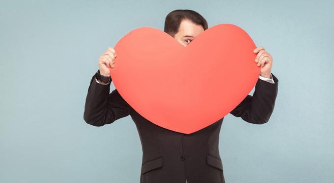 10 признаков, что вы нравитесь мужчине