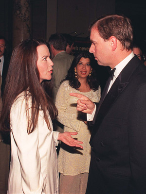 Фото №3 - «Скверный» роман принца Эндрю: как сын Королевы едва не женился на скандальной актрисе
