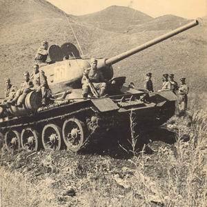 Фото №1 - Танк Т-34 вытащили из озера