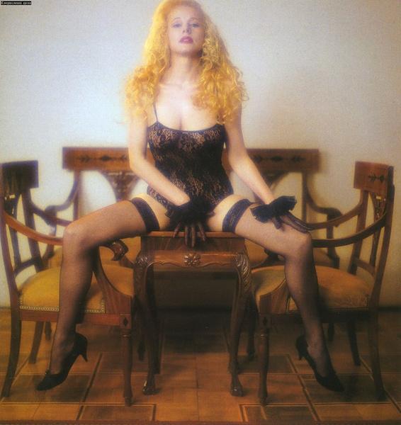 Фото №13 - Популярные актрисы 1990-х: в каких фильмах прогремели, за что полюбились и как расплатились за славу