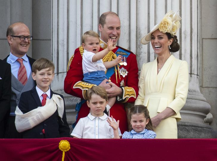 Фото №2 - Принц Луи дебютировал на королевском мероприятии (в одежде принца Гарри)