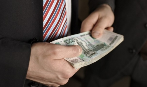 Фото №1 - В Петербурге за получение взяток главврача клиники наказали штрафом в 3 млн рублей