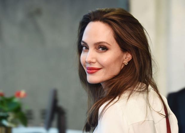 Фото №1 - Нумеролог объяснила, почему Джоли не дотягивает до альфа-самки