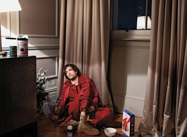 Фото №1 - Роберт Паттинсон чуть не спалил квартиру во время интервью на самоизоляции