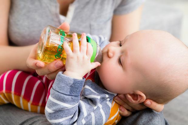 Первый сок для грудничка во сколько и как давать