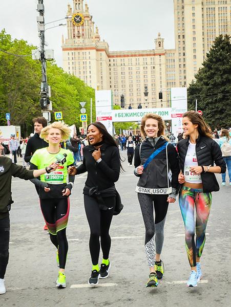 Фото №2 - Наталья Водянова и Полина Киценко снова побегут со смыслом. А вы?
