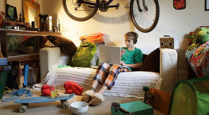«Опять свинарник развел!»: что делать с беспорядком в комнате ребенка?