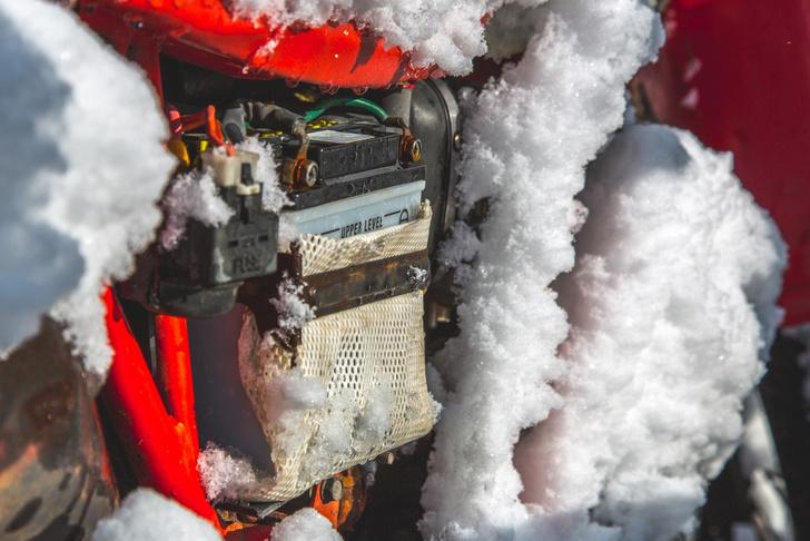 Фото №4 - Гусеницы, саморезы, седло с подогревом: 5 интересных фактов о зимней езде на мотоцикле
