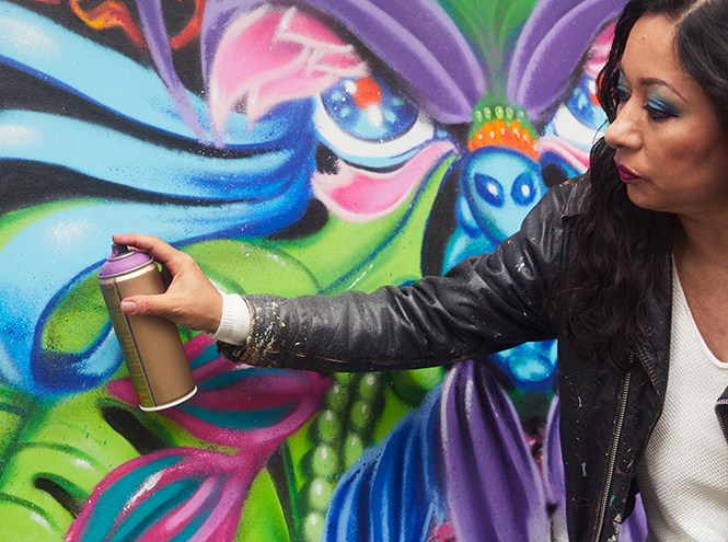 Фото №6 - «Первая леди граффити»: художница Lady Pink – о красоте, феминизме 80-х и коллаборации с Lancôme