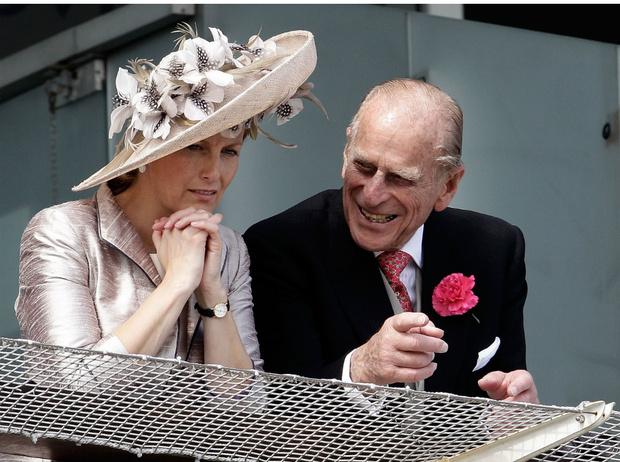 Фото №1 - Опасность для Короны: почему принц Филипп не сразу принял графиню Софи