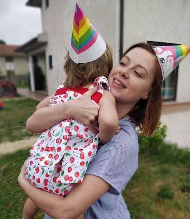 Фото №2 - 3-летняя дочь Юлии Савичевой живет в другой стране вдали от мамы