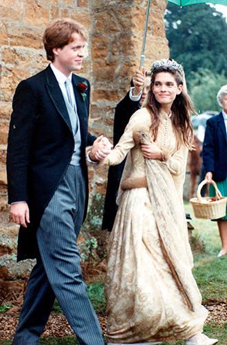 Фото №7 - Какую тиару Елизавета II одолжит Меган Маркл на свадьбу: делаем ставки