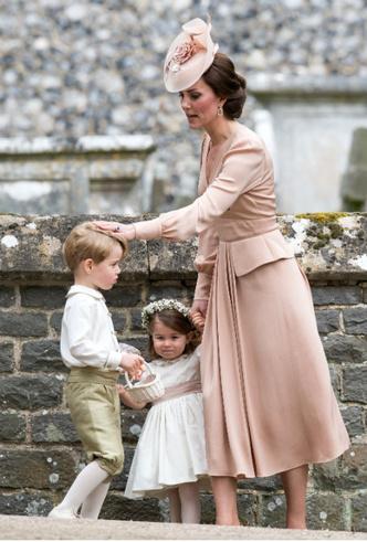 Фото №2 - Особые обстоятельства: почему Кейт и Уильяма не было на свадьбе Беатрис