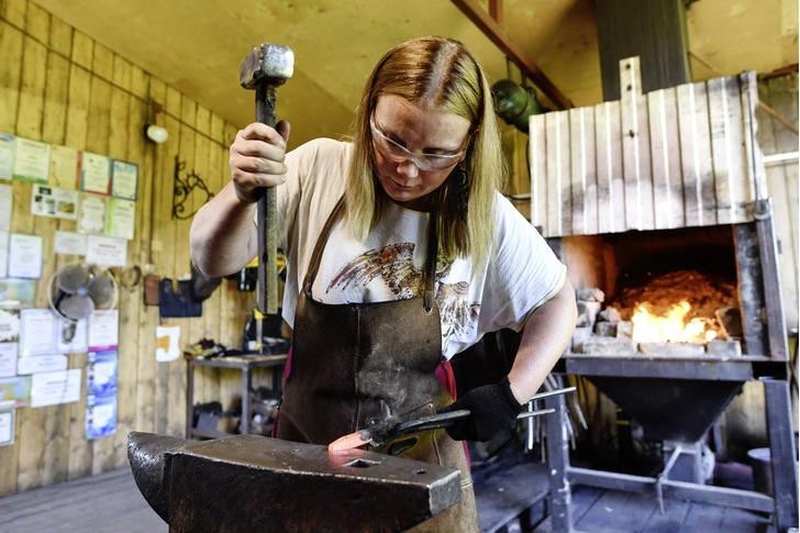 Фото №3 - Анна и молот: как устроена жизнь и работа женщины-кузнеца