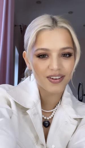 Фото №1 - Как носить белый цвет летом: разбираем total white лук Юли Гаврилиной