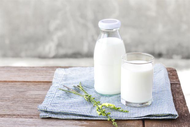 Фото №2 - Пить или не пить: 7 главных мифов о молоке
