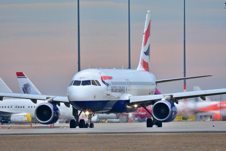 Фото №1 - Иммунолог объяснил, в чем опасность авиаперелетов для привитых от COVID-19