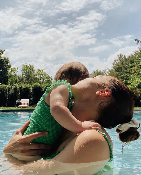 Фото №1 - Джиджи Хадид поделилась милыми фото с дочкой