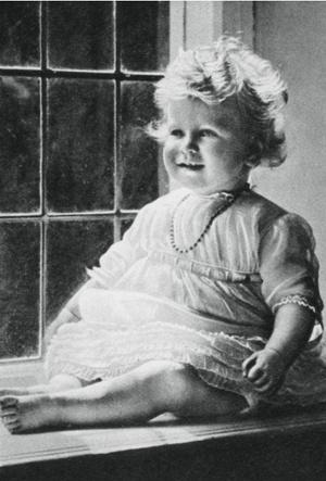 Фото №3 - Сокровища Чарльза: о чем говорят личные фотографии в кабинете принца (и кто на них изображен)