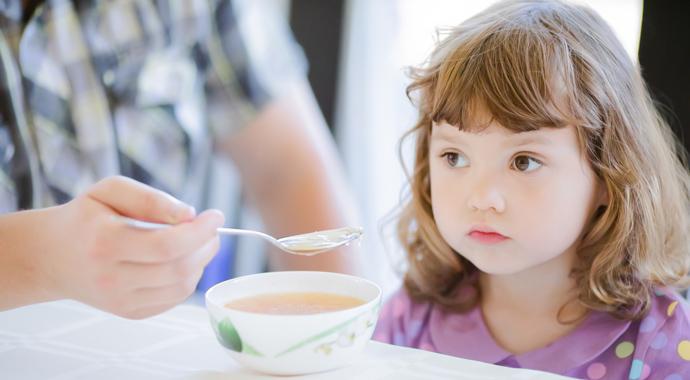 Почему ребенок плохо ест и как ему помочь