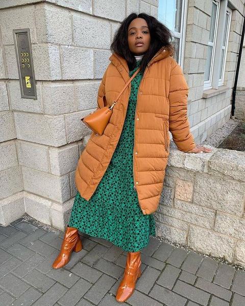 Фото №3 - Как носить платье с пуховиком: вдохновляемся образами фэшн-инфлюенсеров
