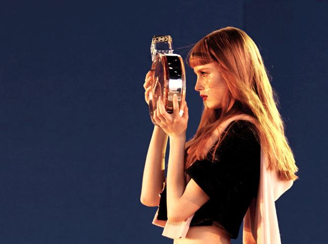 Фото №4 - Страйк: новый рекламный ролик Chanel
