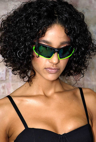 Фото №2 - От Джиджи Хадид до принцессы Анны: в этом сезоне все носят спортивные очки (и вам пора)