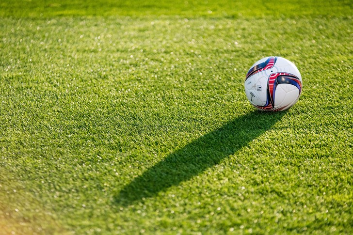 Фото №1 - Сколько весит футбольный мяч?