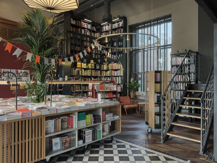 Фото №5 - Обновленный книжный магазин «Подписные издания» в Петербурге